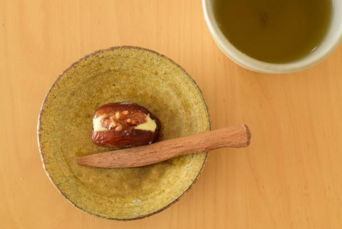 秋色の小皿に棗バター