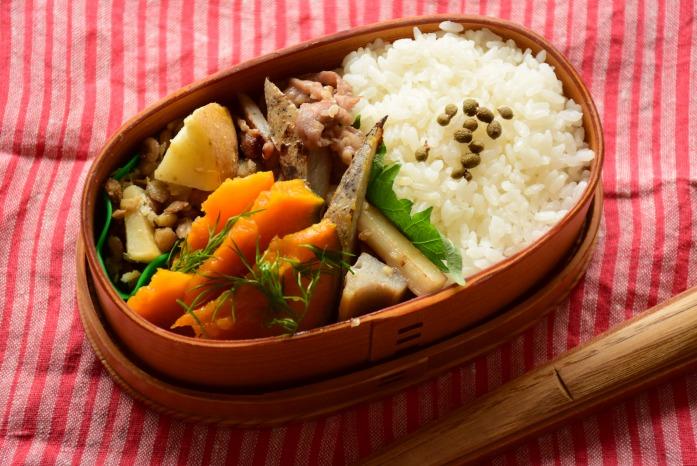 そうこのお弁当:12月14日(月)|豚肉とれんこんの塩麹炒め弁当