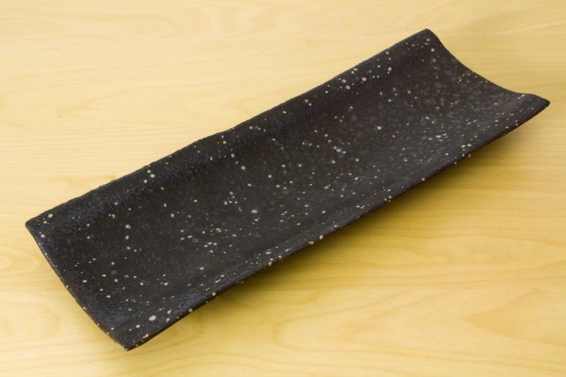角掛政志|黒釉長皿