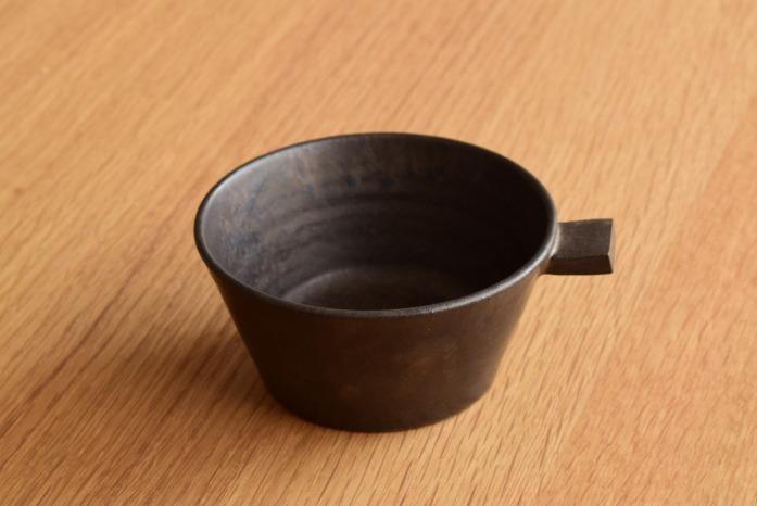戸塚佳奈|黒片手鉢(小) 正面