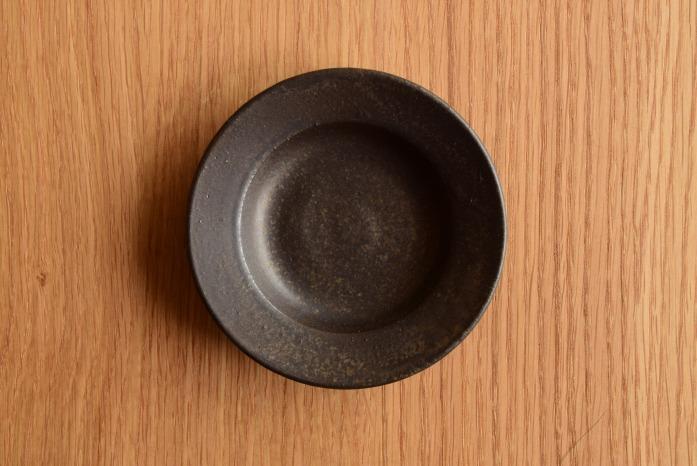 戸塚佳奈|黒リムプレート(11cm) 俯瞰・表