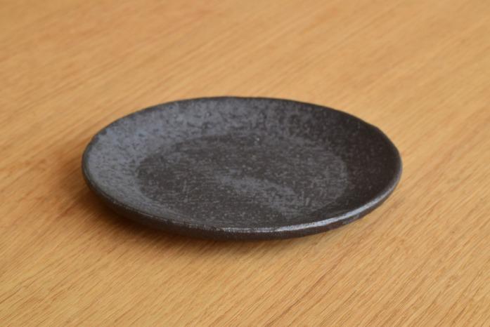 石川若彦|黒プレート(No.2) 取り皿にちょうどいいサイズです。