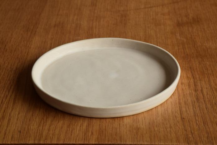 直井真奈美|白プレート(16cm) 正面 毎日使ううつわはシンプルが一番。