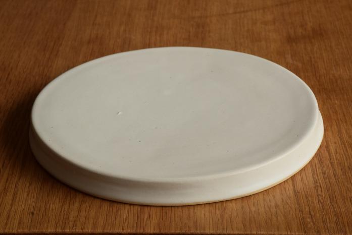 直井真奈美|白円盤プレート(20cm) 普段の暮らしをおしゃれにしてくれます。