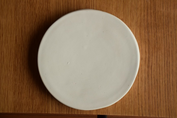 直井真奈美|白円盤プレート(20cm) 俯瞰・うえ