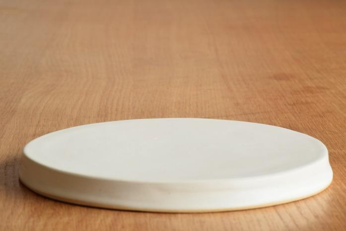 直井真奈美|白円盤プレート(20cm) 水平