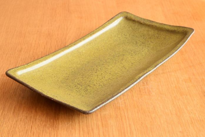 中村恵子|深緑角皿(大) 和にも洋にもつかえて重宝するお皿です。