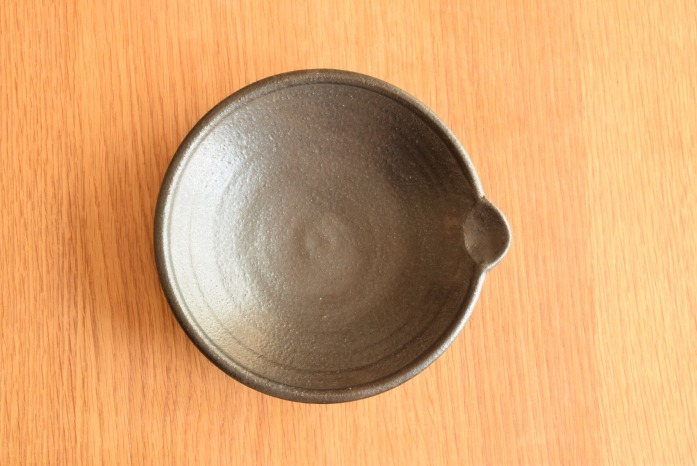 中村恵子|黒片口鉢 俯瞰・表