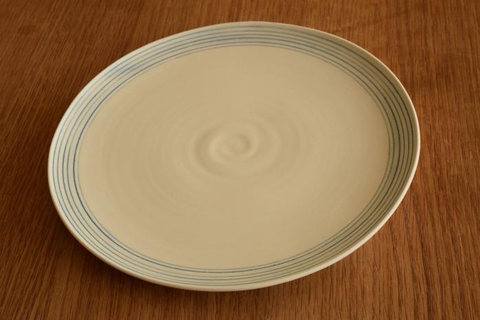照井壮|青線刻盤皿(8寸) 照井さんといえばの青線刻