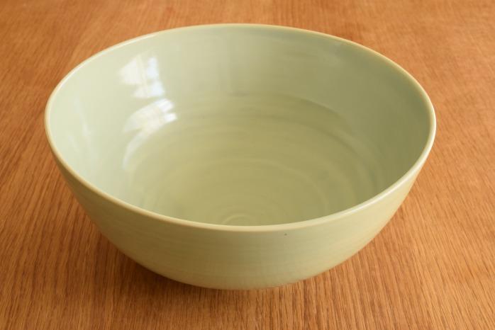 照井壮|青白磁大鉢(A)  艶のある青白磁がとっても上品