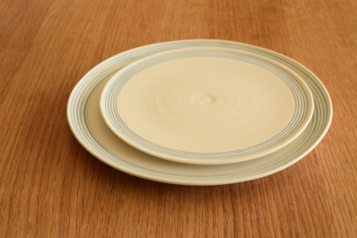 照井壮|青線刻盤皿(8寸) 重ねたところ