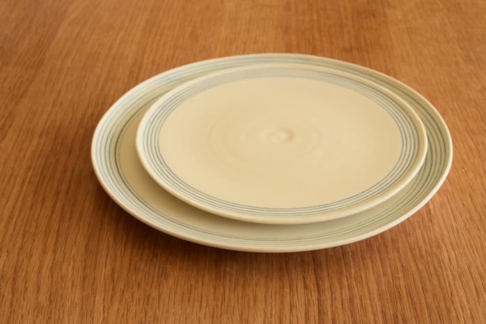 照井壮|青線刻盤皿(6寸) 重ねたところ