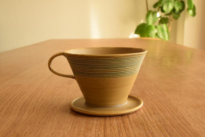 照井壮|黄釉線刻コーヒードリッパー 水平