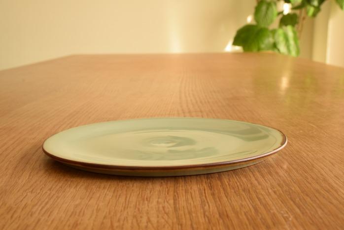 照井壮|フチサビ青白磁盤皿(6寸) 水平