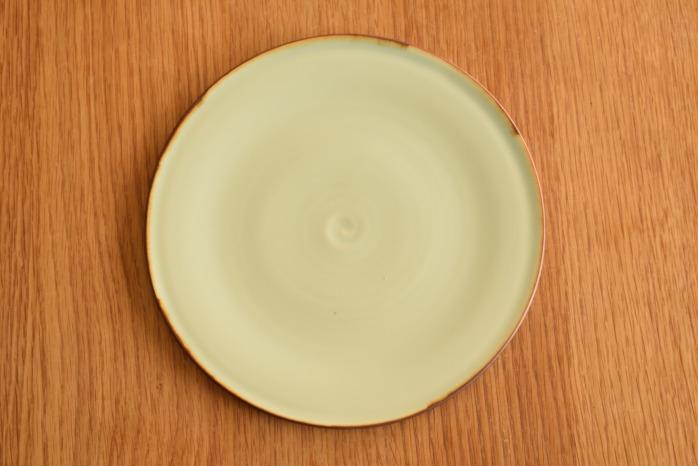 照井壮|フチサビ青白磁盤皿(7寸) 俯瞰・表