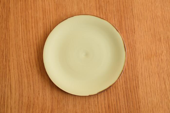 照井壮|フチサビ青白磁盤皿(6寸) 俯瞰・表
