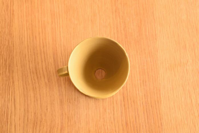 照井壮|黄釉線刻コーヒードリッパー 俯瞰・表