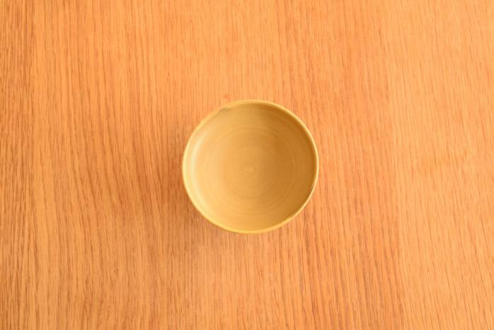照井壮|黄釉線刻高杯 俯瞰・表