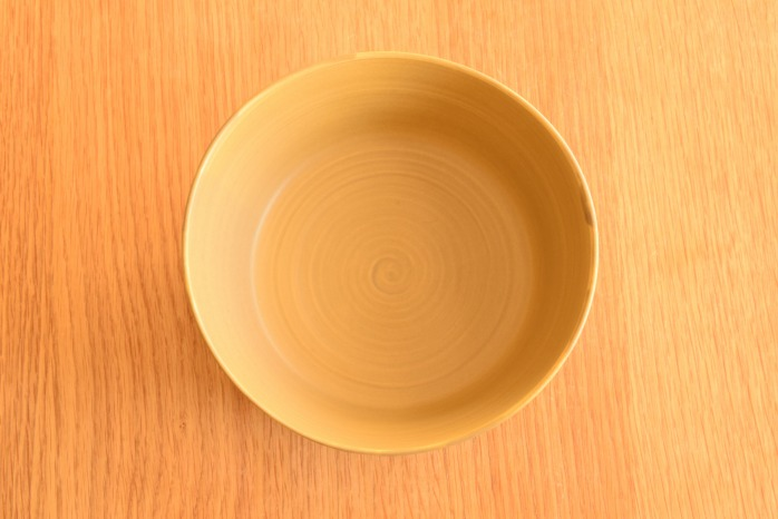 照井壮|黄釉線刻どら鉢(大) 俯瞰・表