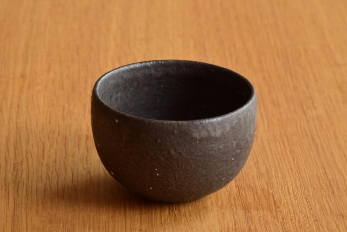 角掛政志|黒釉丸湯呑 お茶の時間がとても楽しみになりそうです。