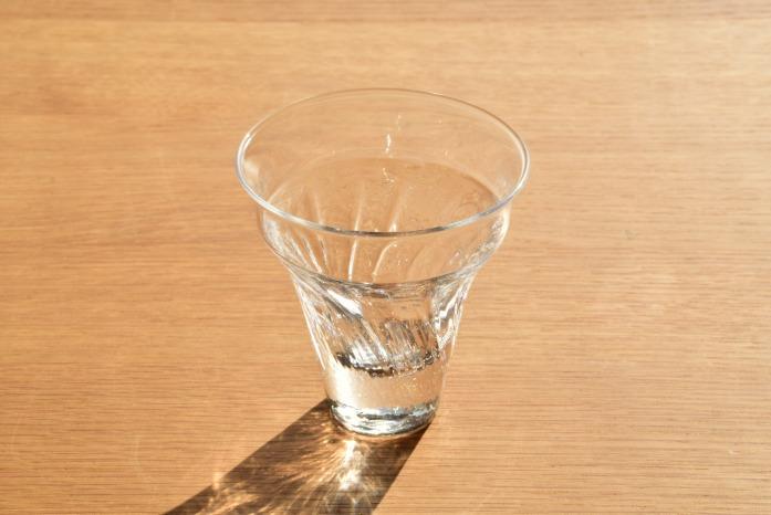 沖澤 康平|wave 正面 美しい形のミニグラス
