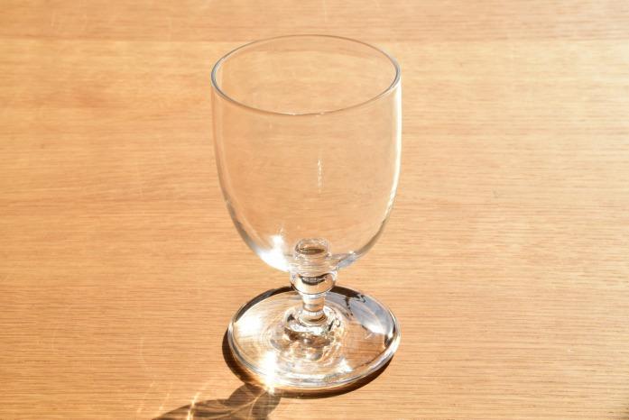 沖澤 康平|stand 正面 新しいかたちのワイングラスです。