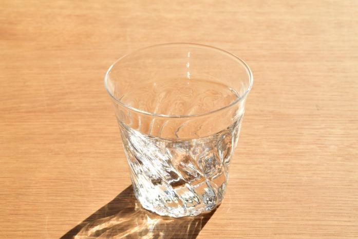 沖澤 康平|stables(グラス) 正面 展示用に作っていただいた作品となります。