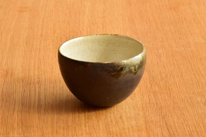 中村恵子|黒丸湯呑 正面 丁寧にいれた日本茶がよく合います。