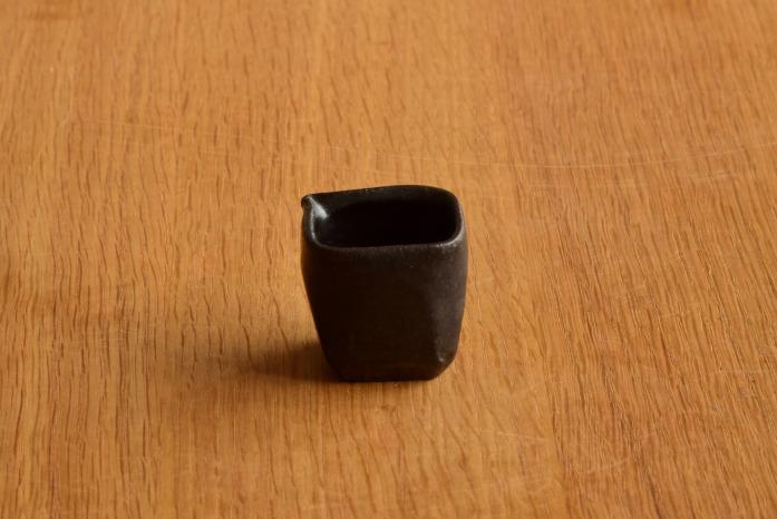中村恵子|黒ミルクピッチャー 正面 小さくてかわいくて働き者