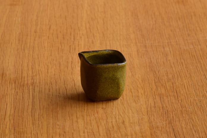 中村恵子|深緑ミルクピッチャー 正面 小さくてかわいくて働き者