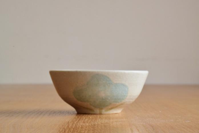 沖澤 真紀子|ホワイトHana茶碗B 水平① 二人展の際の作品となります。
