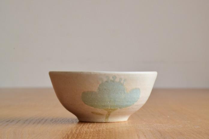 沖澤 真紀子|ホワイトHana茶碗D 水平① 二人展の際の作品となります。