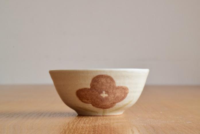 沖澤 真紀子|ホワイトHana茶碗E 水平① 二人展の際の作品となります。