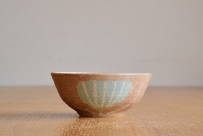 沖澤 真紀子|ピンクHana茶碗 水平① 二人展の際の作品となります。