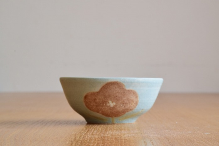 沖澤 真紀子 ブルーHana茶碗A 水平① 二人展の際の作品となります。