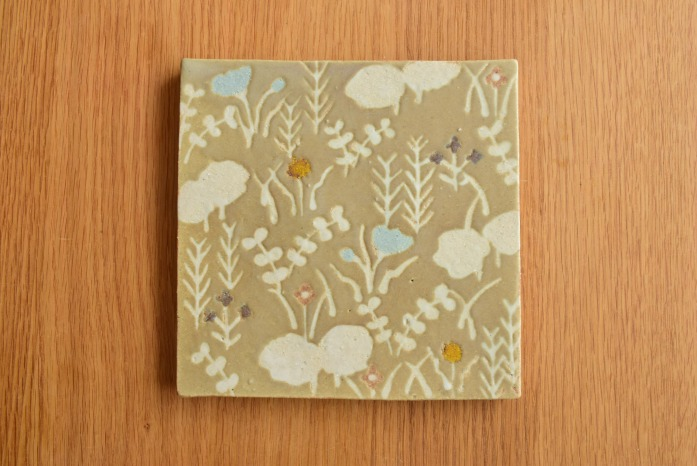沖澤 真紀子|グリーン陶板(小) 俯瞰 二人展の際の作品となります。