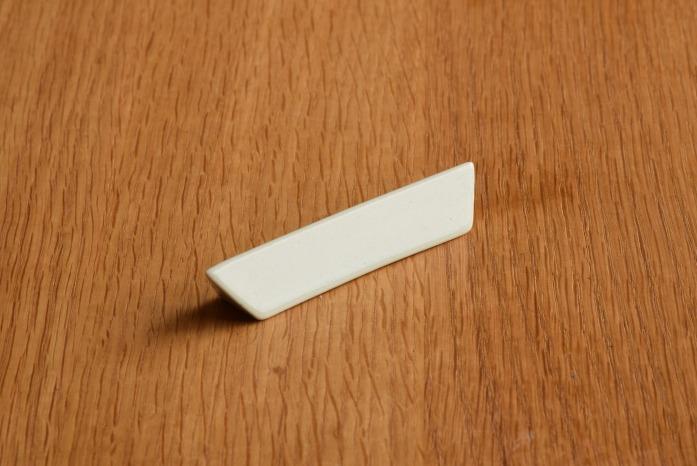 村上雄一|三角ナイフレスト 正面 シンプルでシャープなナイフレスト