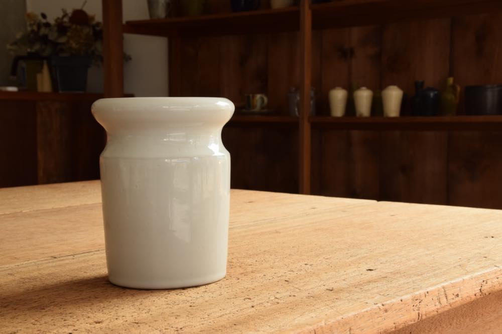 角掛政志|粉引カトラリー入れ キッチンで陰ながらも光を放つ