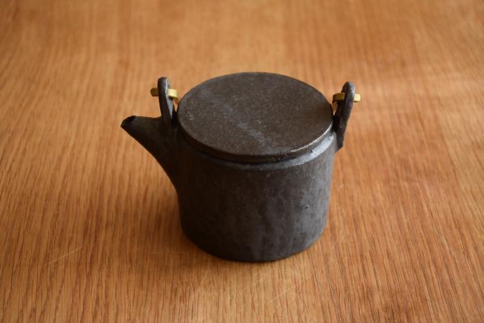 石川若彦|黒真鍮手付きポット こぶりなポットが今の気分