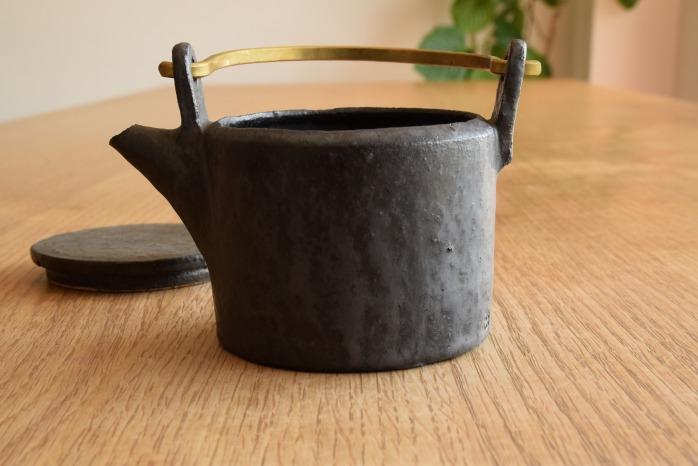石川若彦|黒真鍮手付きポット 水平