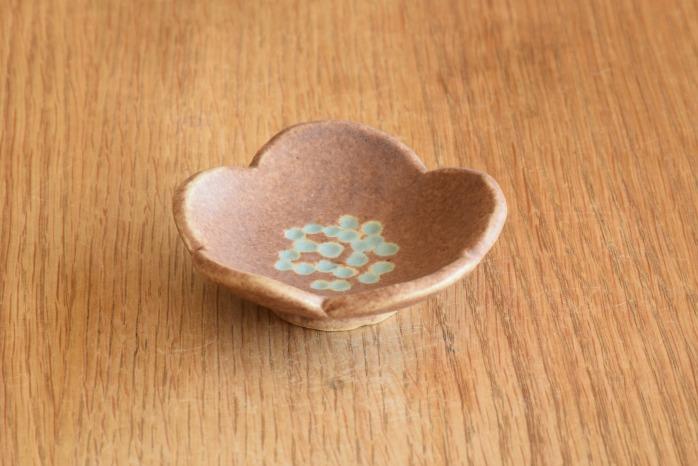 沖澤 真紀子|ピンク花型豆皿 個展の際の作品となります。