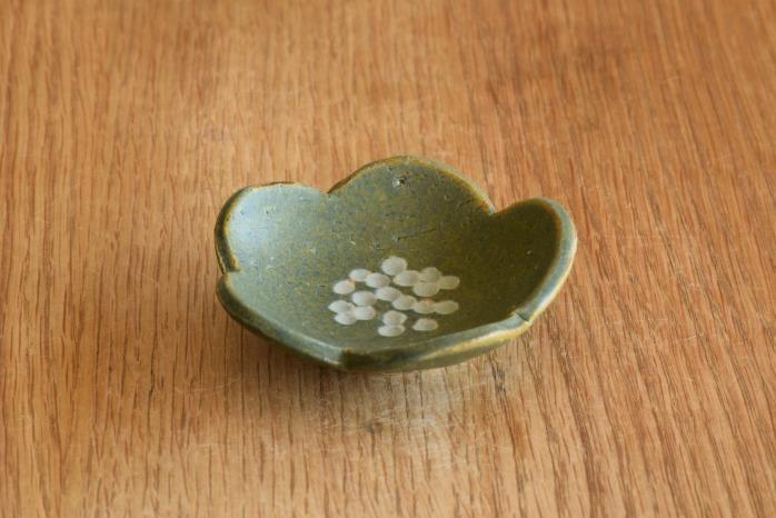 沖澤 真紀子|ブルーグリーン花型豆皿 個展の際の作品となります。