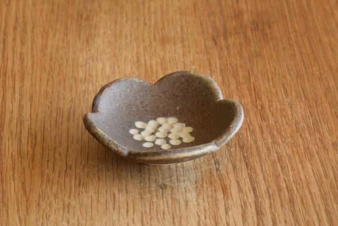 沖澤 真紀子|パープル花型豆皿 個展の際の作品となります。