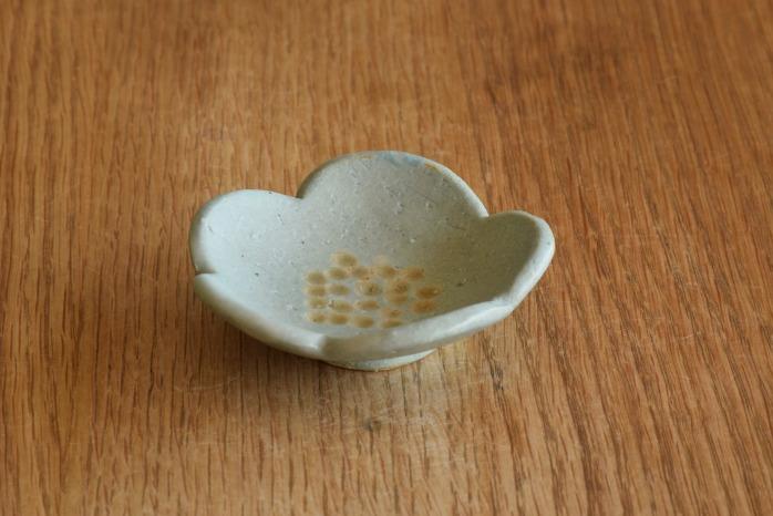 沖澤 真紀子|ブルー花型豆皿 個展の際の作品となります。