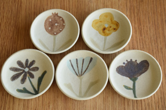 沖澤 真紀子|ホワイトhana豆皿 個展の際の作品となります。