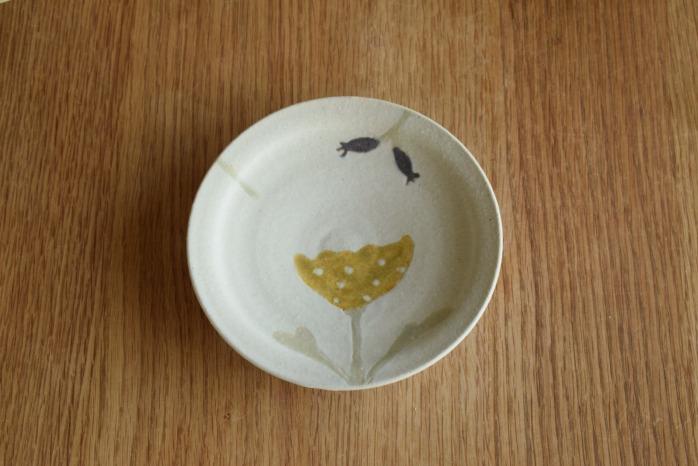 沖澤 真紀子|ホワイトHana皿(15cm)B個展の際の作品となります。