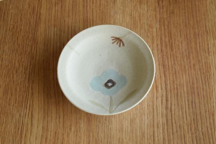 沖澤 真紀子|ホワイトHana皿(15cm)A 個展の際の作品となります。