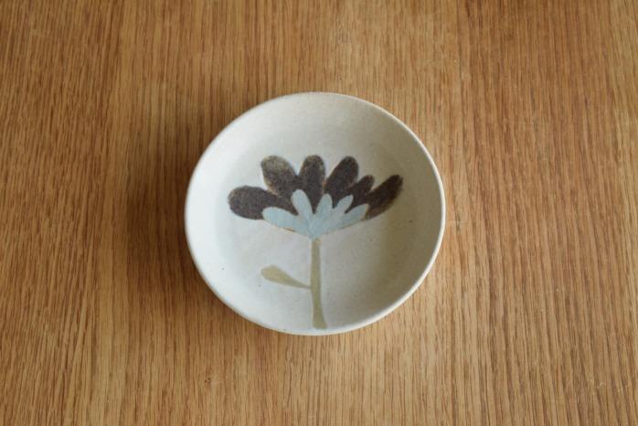沖澤 真紀子|ホワイトおつまみ皿D 個展の際の作品となります。