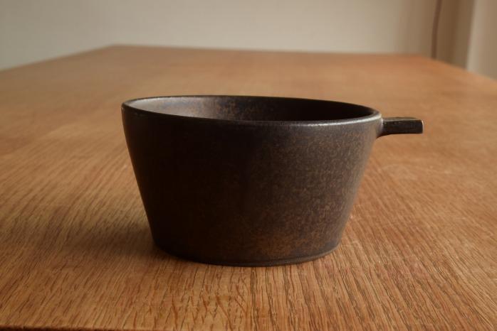 戸塚佳奈|黒片手鉢(大) 正面