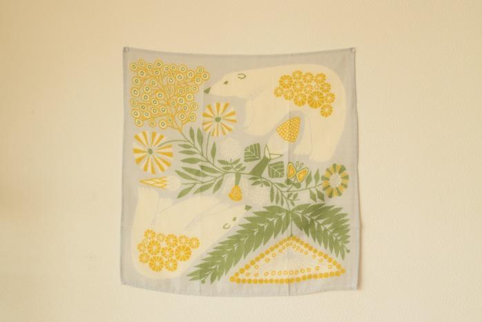 十布|ハンカチ白熊と植物(グレー・M) 柔らかいガーゼのハンカチ